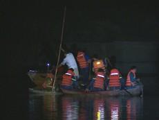 Video: Tìm kiếm 4 nạn nhân còn mất tích trong vụ chìm ghe