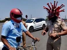 Cảnh sát 'hóa' thành virus gây COVID-19 để nhắc nhở người dân