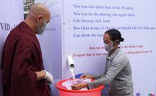 Phật tử góp sức mở ATM gạo phát cho người nghèo