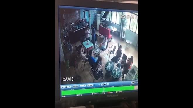 Lý do người đàn ông vào quán cà phê, lạnh lùng rút dao đâm chết khách