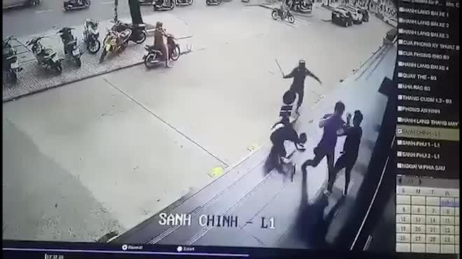 TP.HCM: Thanh niên bị đánh hội đồng, dính 2 viên đạn ở đầu