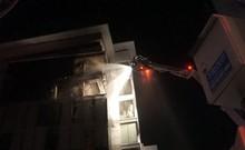 Đà Nẵng: Tòa nhà 7 tầng cháy dữ dội trong đêm