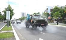Bộ đội phun thuốc khử trùng toàn quận Sơn Trà