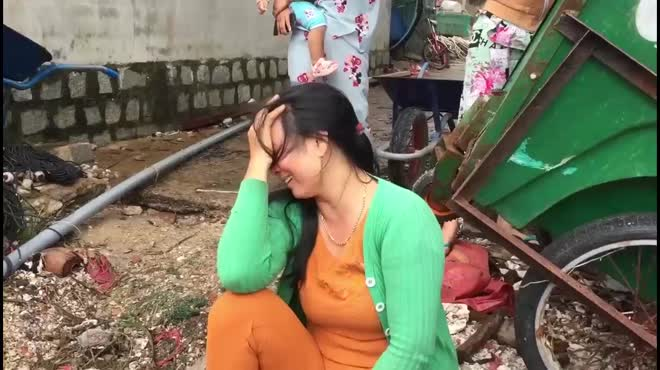 Người dân Phú Yên ôm mặt khóc vì tôm hùm chết hàng loạt sau bão số 12