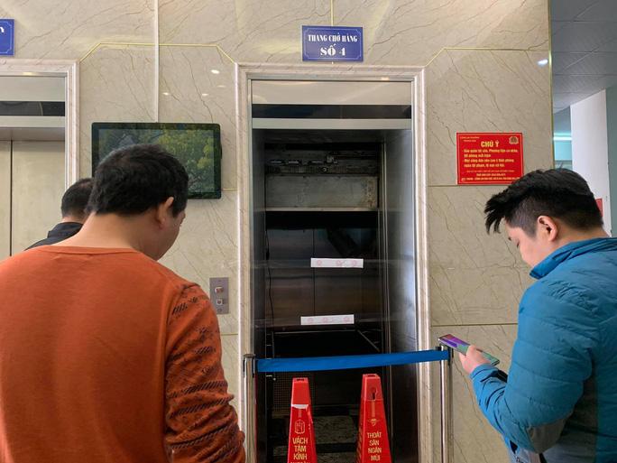 Thông tin bất ngờ vụ thang máy rơi tự do khiến nhiều người bị thương