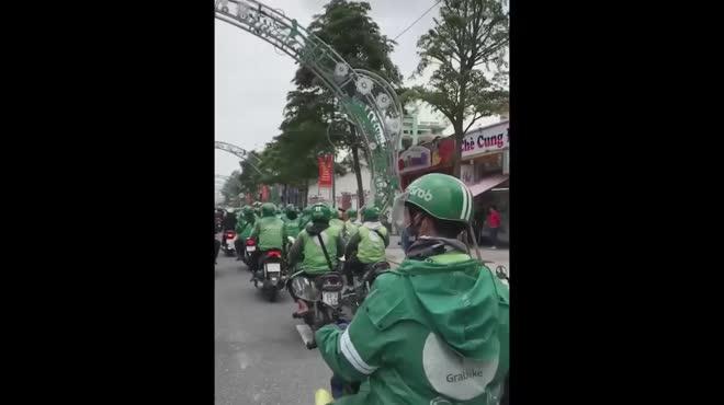 CLIP: Hàng trăm tài xế Grab gây náo loạn đường phố Đà Nẵng
