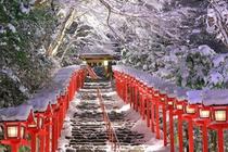 Tuyết phủ trắng ngôi đền 1.300 năm tuổi ở Nhật Bản