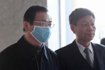 Hai luật sư đưa ông Vũ Huy Hoàng đến tòa