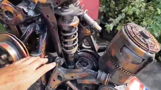 Thợ đồng nát chế tạo bản sao Bugatti Chiron từ sắt vụn