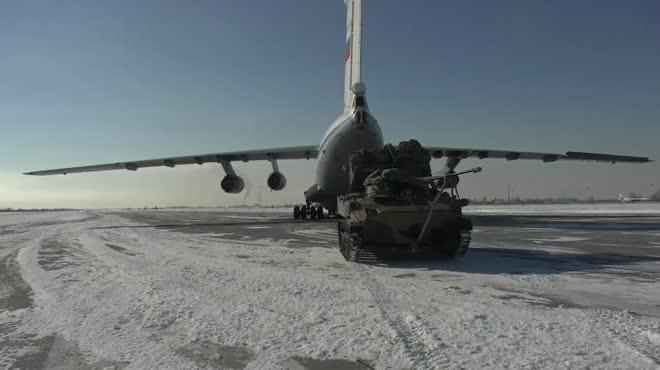 Xem xe chiến đấu BMD-2K đổ bộ từ trên không