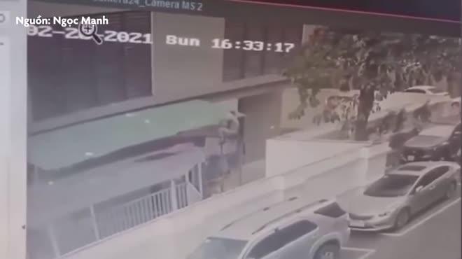 Xuất hiện clip khác vụ bé gái rơi tầng 13, Thái Thùy Linh gọi tên mới cho người hùng Ngọc Mạnh