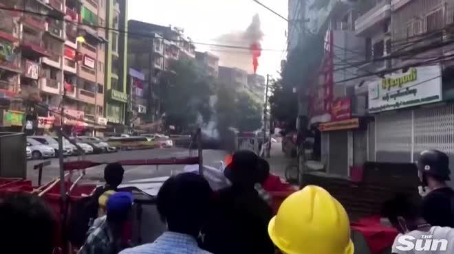 Video, hình ảnh về biểu tình hỗn loạn và đẫm máu ở Myanmar