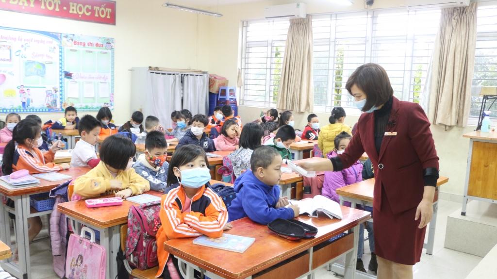 Học sinh Hà Nội hân hoan trong ngày trở lại trường sau kỳ nghỉ dịch