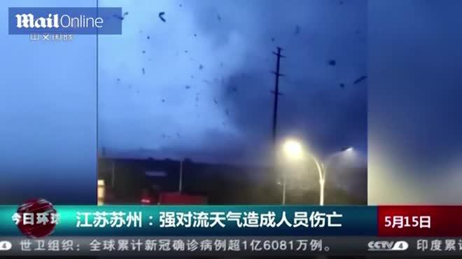 Hiện trường tan hoang sau lốc xoáy với gió giật 257 km/h khiến nhiều người chết ở TQ