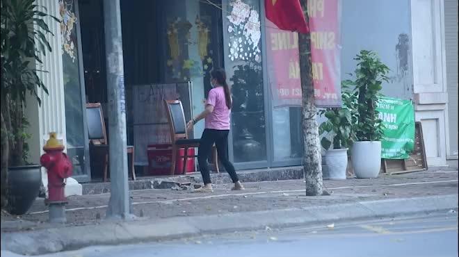 Hà Nội: Bất chấp giãn cách xã hội lần 4, người dân vùng đỏ vẫn ra đường tập thể dục