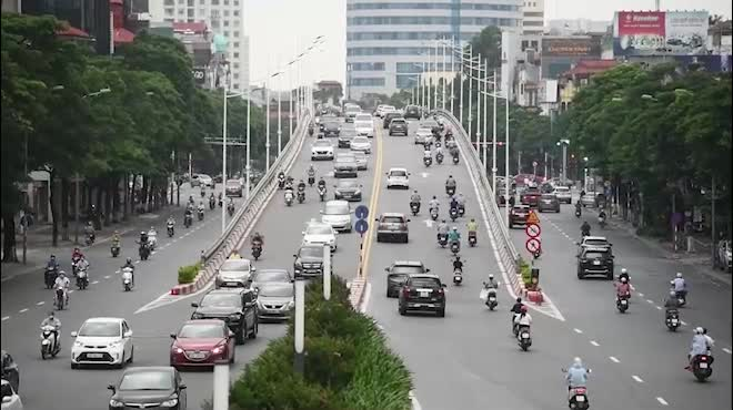 Đường phố Hà Nội nhộn nhịp trở lại sau khi nới lỏng giãn cách tại nhiều quận, huyện