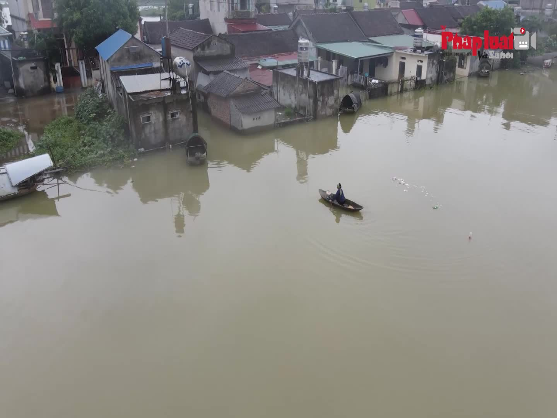 Hàng trăm hộ dân khu vực ngoại thành Hà Nội bị ảnh hưởng của mưa bão